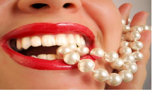astuces pour des dents blanches comment retrouver la blancheur de ses dents la maison. Black Bedroom Furniture Sets. Home Design Ideas