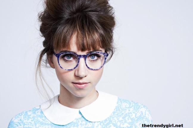coiffure frange et lunettes