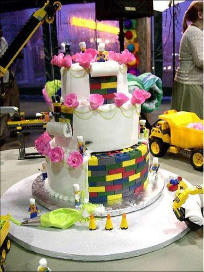 9-amazing-unusual-crazy-lego-wedding-cake-e1304520560585-L.jpg