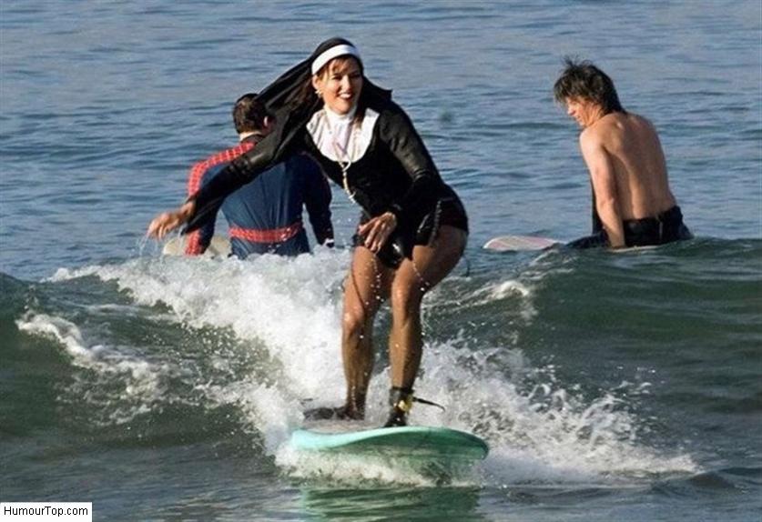 Bonne_soeur_qui_fait_du_Surf