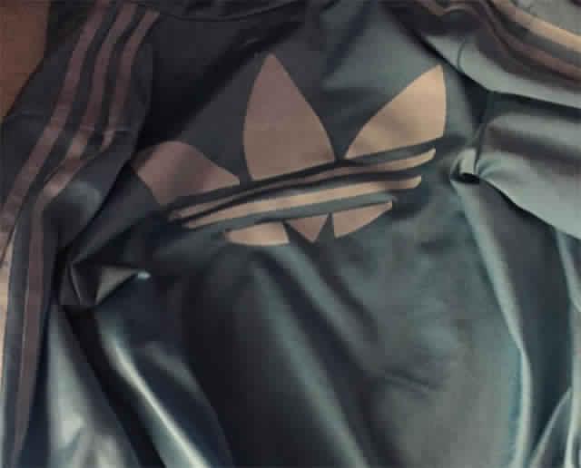 Le Mystère De La Veste Adidas Qui Bouleverse le Web