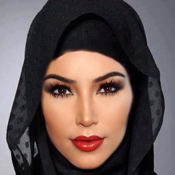 Source@http://www.purepeople.com/article/kim-kardashian-voilee-elle-rend-hommage-a-la-beaute-orientale_a113765/3