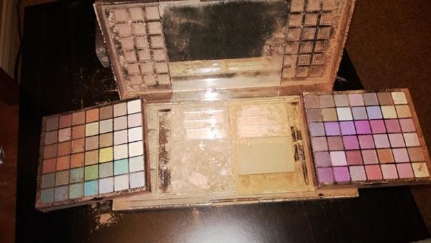 Abus Du Maquillage 12