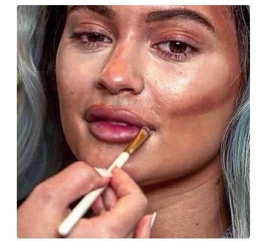 Abus Du Maquillage 5