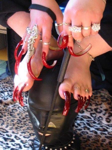 Ces Femmes Ont Les Ongles Les Plus Effrayantes 12