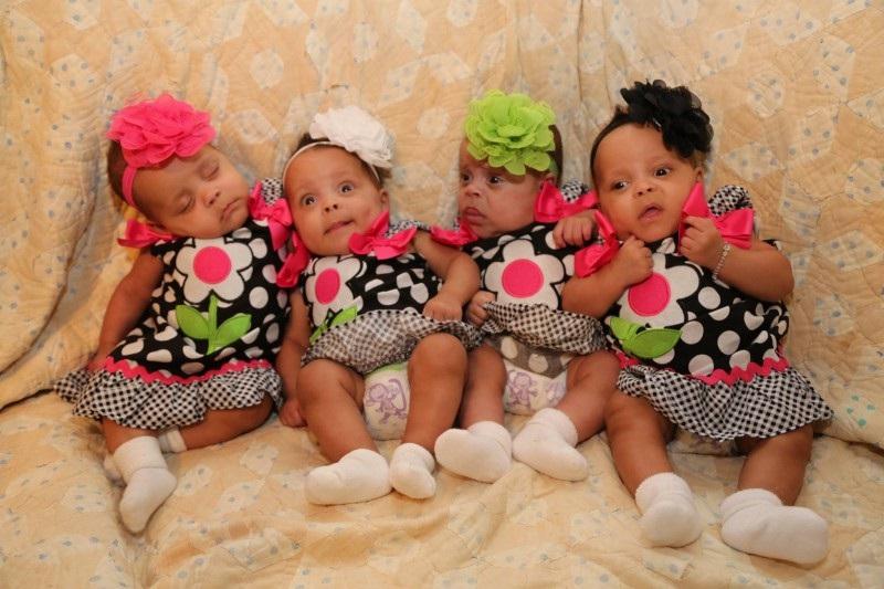 Cette-Maman-Attend-Des-Triplets-Mais-Quand-les-Docteurs-Ont-Dis-qu'il-Y-a-D-autres-Pieds-Tout-Le-Monde-Etait-Sous-Le-Choc-9