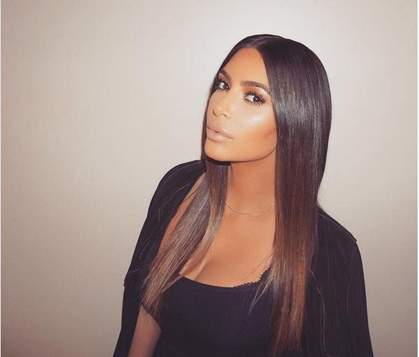Kim-Kardashian-chang- La-Couleur-De-ses-Sourcils-Et-s-affiche-avec-Une-Grande-Perte-de-Pois-9