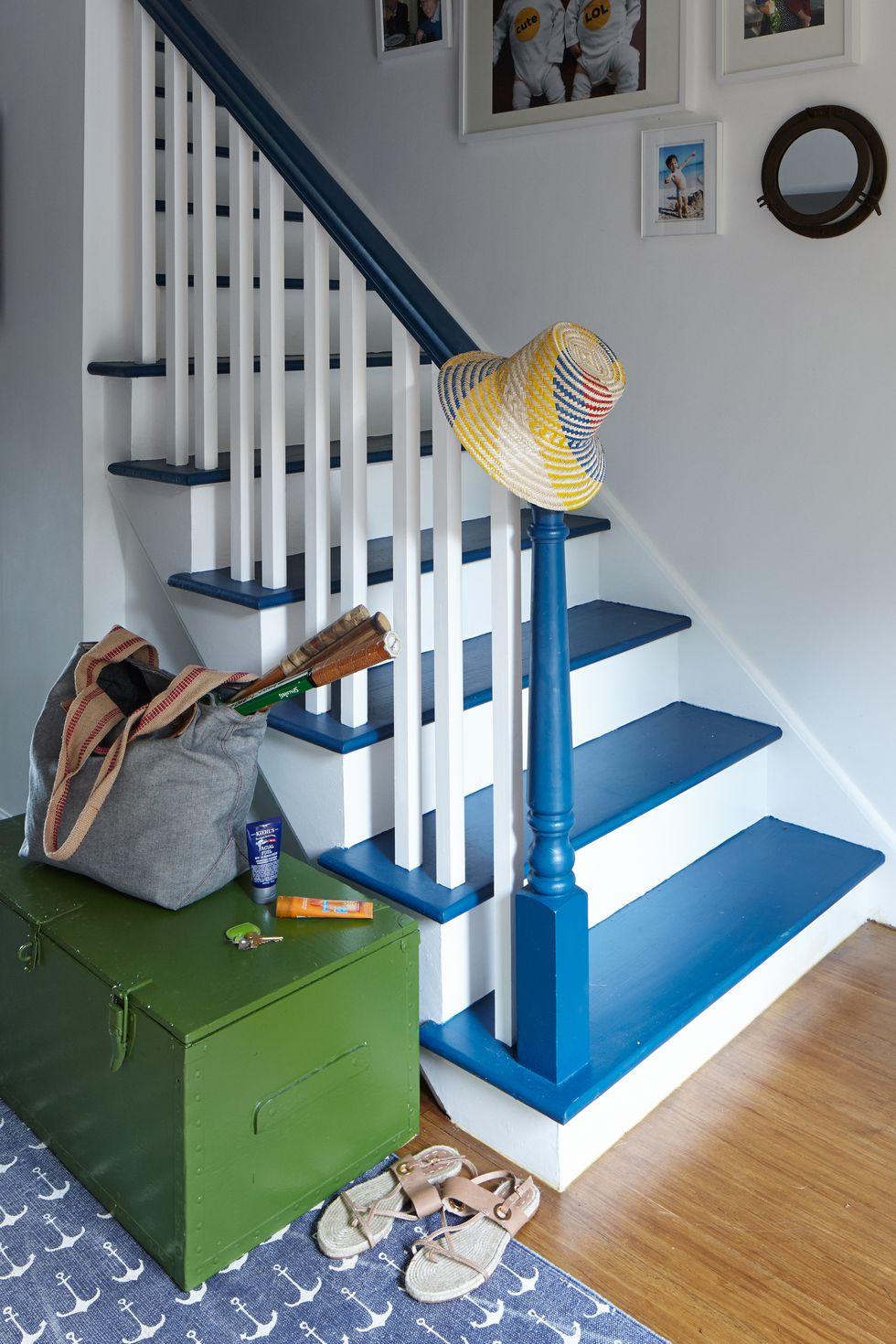 d co escalier 20 id es cr atives et modernes astuces. Black Bedroom Furniture Sets. Home Design Ideas