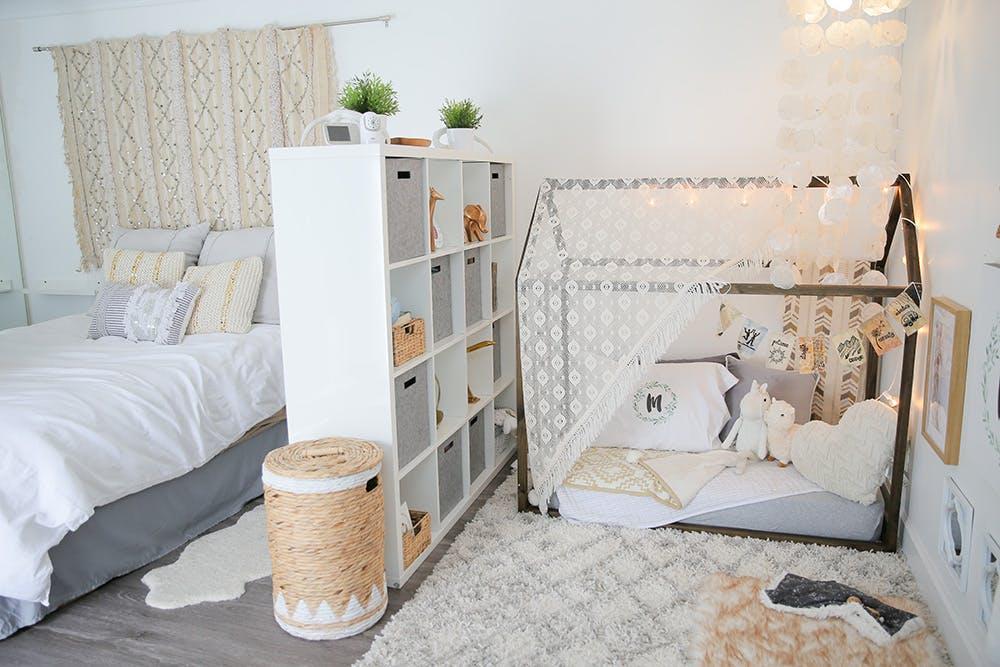 10 id es am nager un coin pour b b dans une chambre parent astuces pour femmes. Black Bedroom Furniture Sets. Home Design Ideas